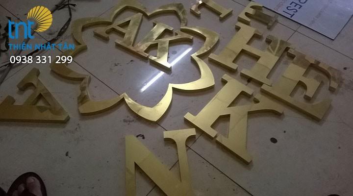 Chữ inox vàng uốn nổi